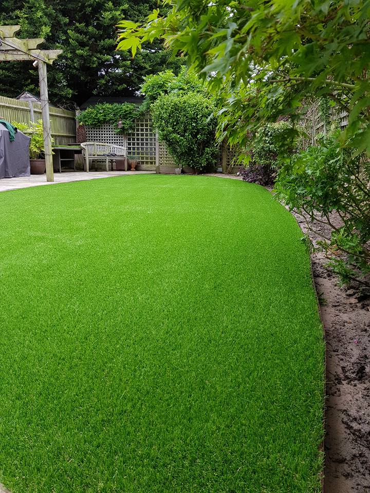Curved edge artificial grass