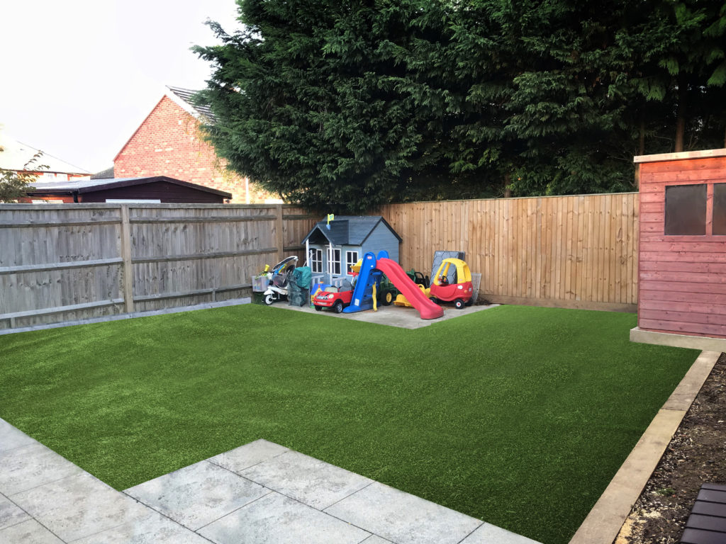 This was a recent install in Newbury, the customer has 4 kids and a dog and was tired of the mud. Size of lawn 50m2, access was down the side of the house, we installed Superior.